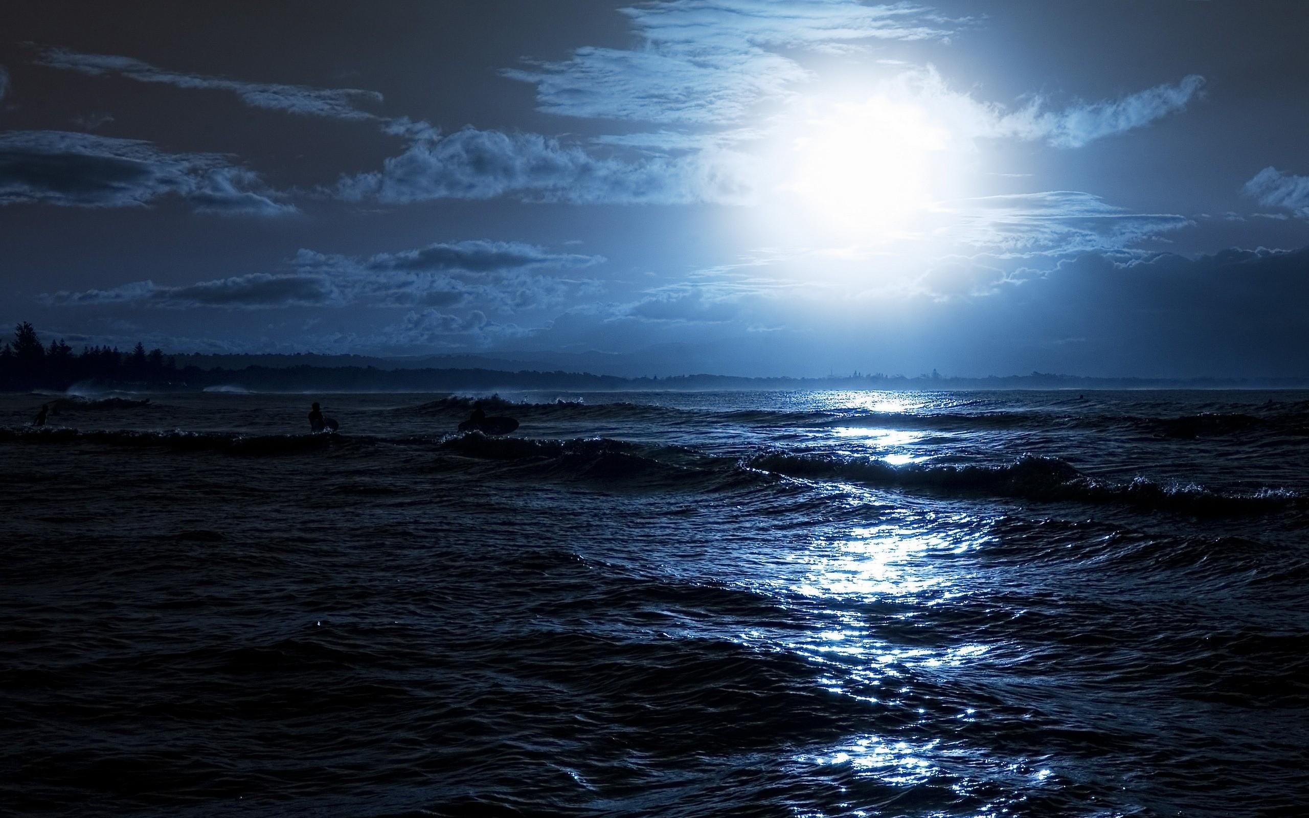 Nature___Sea_The_moon_over_the_sea_037360_